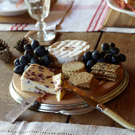 5 country style christmas table ideas Cheese and biscuits Country style Christmas table ideas