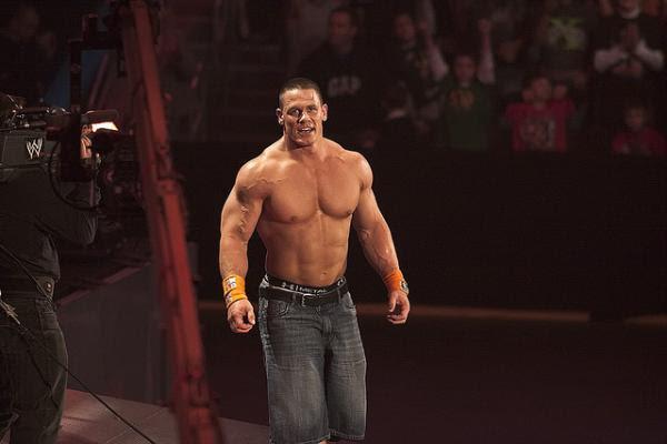 John Cena o tym, dlaczego wykonuje kick outy na 2