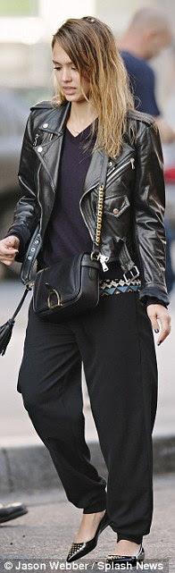 O deri Loving: Jessica Cuma günü onu ceketini giydi