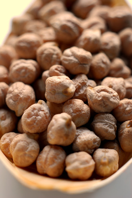 dried chickpeas© by Haalo