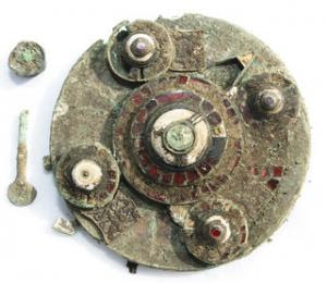 Does brooch dug up in Oxfordshire field belong to 6th century Saxon princess