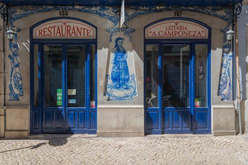 Um bonito painel de azulejos na Rua dos Sapateiros. Fotografia Ana Luísa Alvim #lisboa