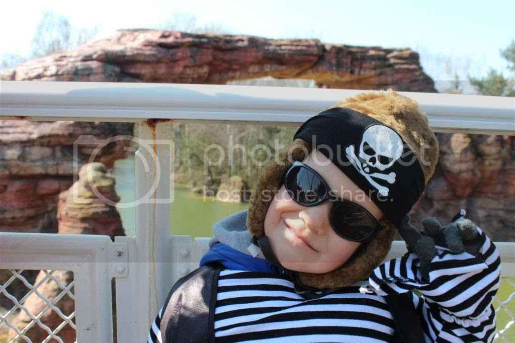 Disneyland Riverboat Teddy pirate