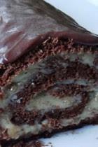 Rocambole de Nozes coberto com Chocolate