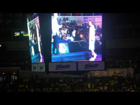 2011 PBA MVP Jimmy alapag got booed!