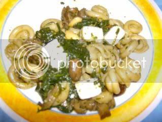 massa com agrião e gogumelos
