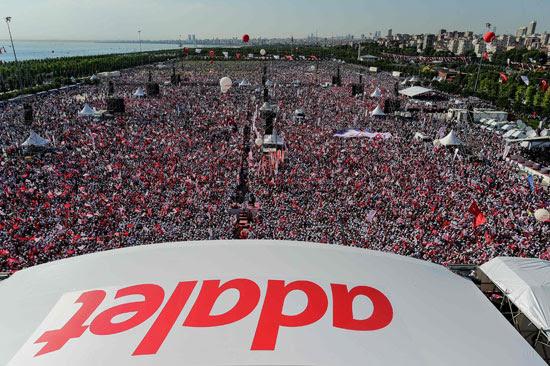 عشرات الآلاف من المعارضين لأردوغان