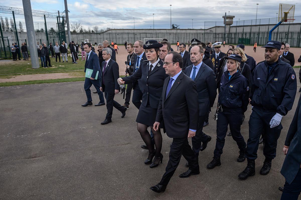 """Résultat de recherche d'images pour """"Hollande Urvoas prison Villepinte"""""""