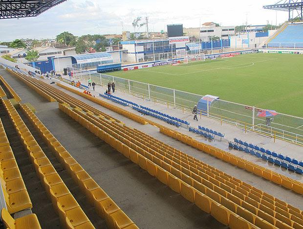 cadeiras estádio moazyrzão (Foto: Richard Souza / Globoesporte.com)