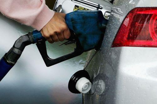 Kenapala di saat-sat harga minyak dunia skarang yang sangat rendah sekarang ni,kerajaan masih tak nak turunkan harga lagi. Hentikanla perbutan kuasa dulu,fikrkan hak rakyat jelata skarang.