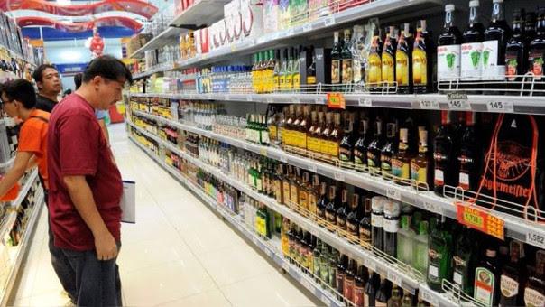 En América Latina y el Caribe se bebe 2,2 litros más por persona que el promedio mundial, según la Organización Mundial de la Salud.