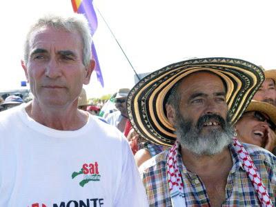 El portavoz del Sindicato Andaluz de Trabajadores, Diego Cañamero, y el diputado andaluz y alcalde de Marinaleda, Sánchez Gordillo. EFE