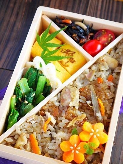 Japanese Autumn Bento Lunch: Takikomi-gohan (Seasoned rice with vegetables), Egg omelet, Sesame Spinach. Flower carrots are nice|弁当