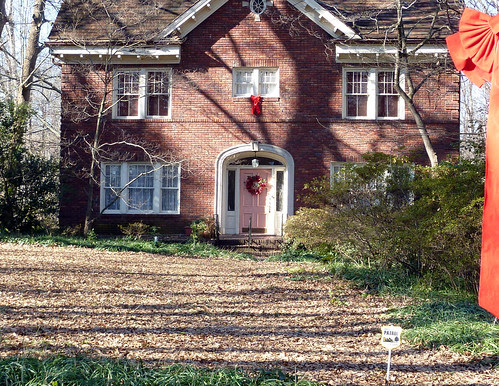 P1000224-2010-01-13-Druid-Hills-Pink-Door-Long-Shot