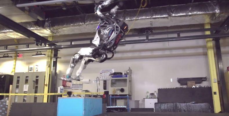 Atlas: Ένα τρομακτικό ανθρωποειδές που κινείται σαν άνθρωπος (βίντεο)...
