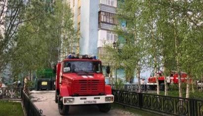 В Нижневартовске из горящего 5-этажного жилого дома эвакуировано 5 человек