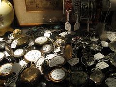 Tinsel Wonderland: Mill Antiques! 10