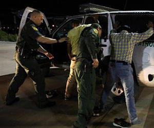 Autoridades migratorias realizan la primera gran operación con los indocumentados durante el gobierno de Trump. Foto: Europa Press.