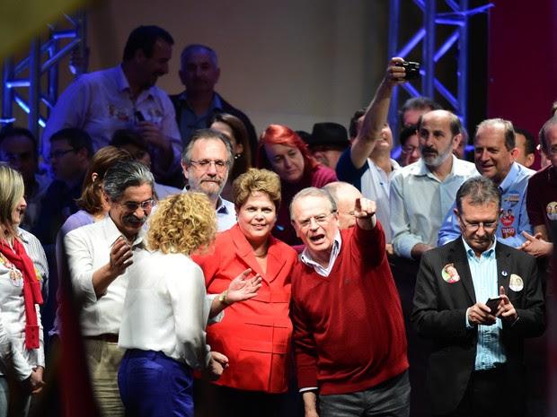Comício Dilma Rousseff Tarso Genro Olívio Dutra Porto Alegre (Foto: Ricardo Duarte/Agência RBS)