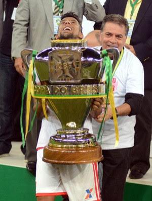 Leo Moura levanta taça, Flamengo campeão Copa do Brasil (Foto: Andre Durão)