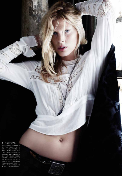 LE FASHION BLOG EDITORIAL VOGUE JAPAN NIPPON  Iselin Steiro WESTERN LAID BACK MESSY HAIR WHITE EYELET EMBROIDERED TOP LAYERED NECKLACE BELT BUCKLE MIDRIFF 6