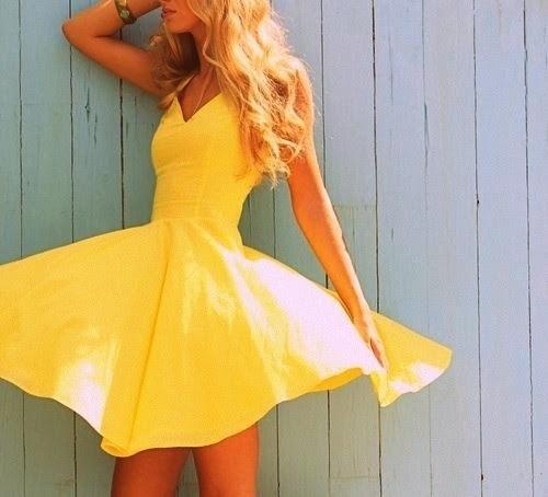 HAFTANIN EN BEĞENİLEN MODA FOTOĞRAFI….  Bu hafta da Moda ve Tasarım LookBook'umuzSewing Your Style - Inspirations'ınen sevilen moda fotoğrafı işte bu fırıl fırıl yaz elbisesi… Sıcakların etkisinden midir nedir? :)