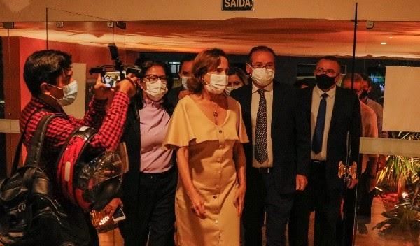 Vice-governadora Izolda Cela é a mais nova cidadã do Crato