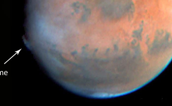 Hubble Space Telescope view of a plume high in the martian atmosphere seen in May 1997. Credit: NASA/ESA