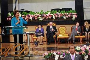 """Padre afirma que Assembleia de Deus """"traiu o Evangelho"""" ao receber Dilma; Assista"""