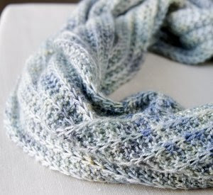 9 Fashionable Infinity Scarves