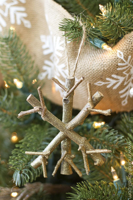 Homemade christmas tree decoration musik nyah 23 cool diy christmas tree decorations to make with kids solutioingenieria Choice Image