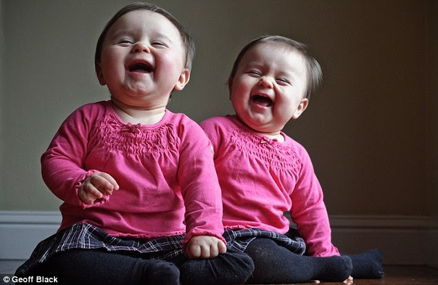 Fathers Enchanting Photo Diary Of His Identical Twin Girls