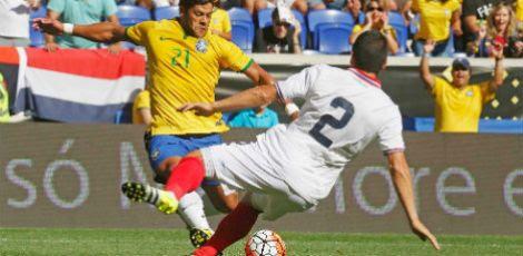 Hulk roubou a bola da zaga da Costa Rica e chutou forte de canhota para balançar as redes     / Rafael Ribeiro / CBF