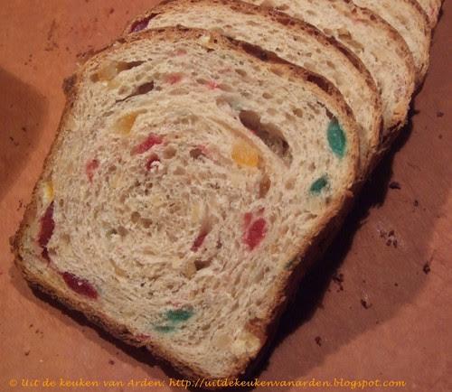 Zoet brood met amandelen, bigareaux en gekonfijte sinaasappel