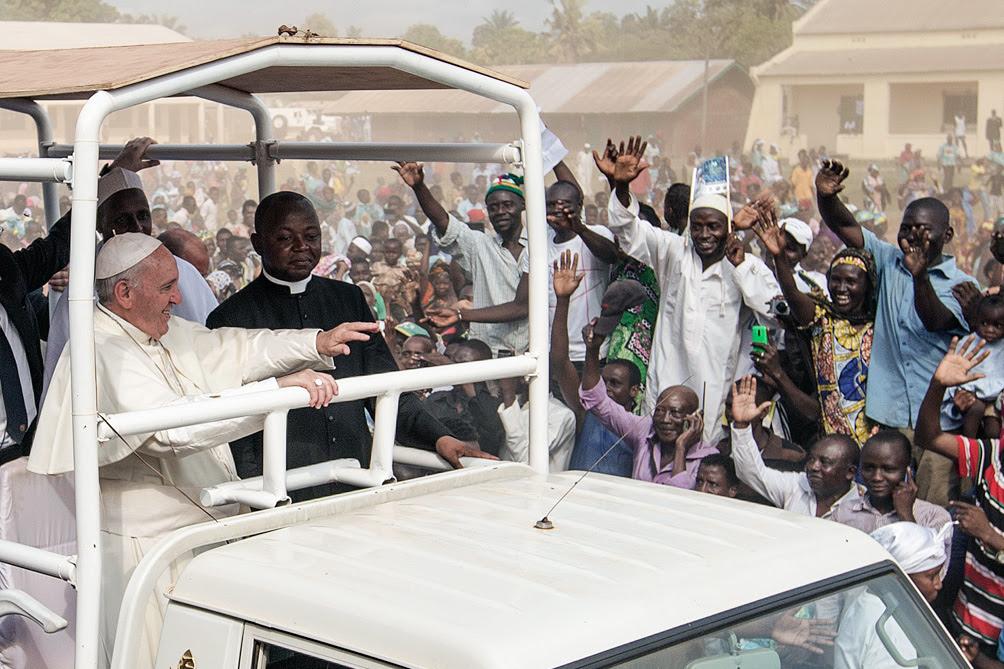 Francisco culminó su gira en África con eje en la lucha contra la desigualdad
