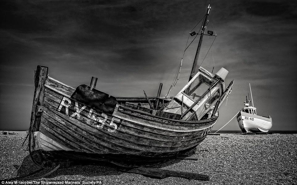 Esquecido por Alex M Iacobet, com dois navios encalhados abandonadas em uma costa rochoso ele ganhou o navios e naufrágios categoria