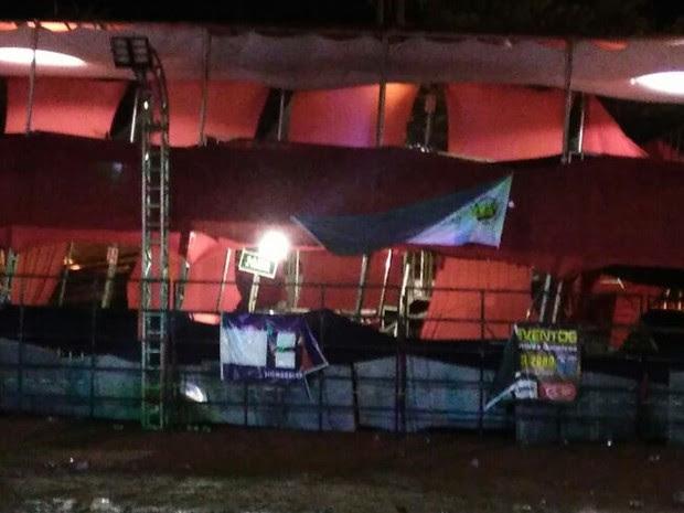 Estrutura ficou visivelmente torta depois do acidente (Foto: Arquivo Pessoal/ Diego de Oliveira Rosa)