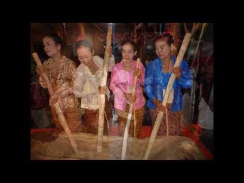Pentas Kolosal Rampak Lesung Desa Picisan Tulungagung