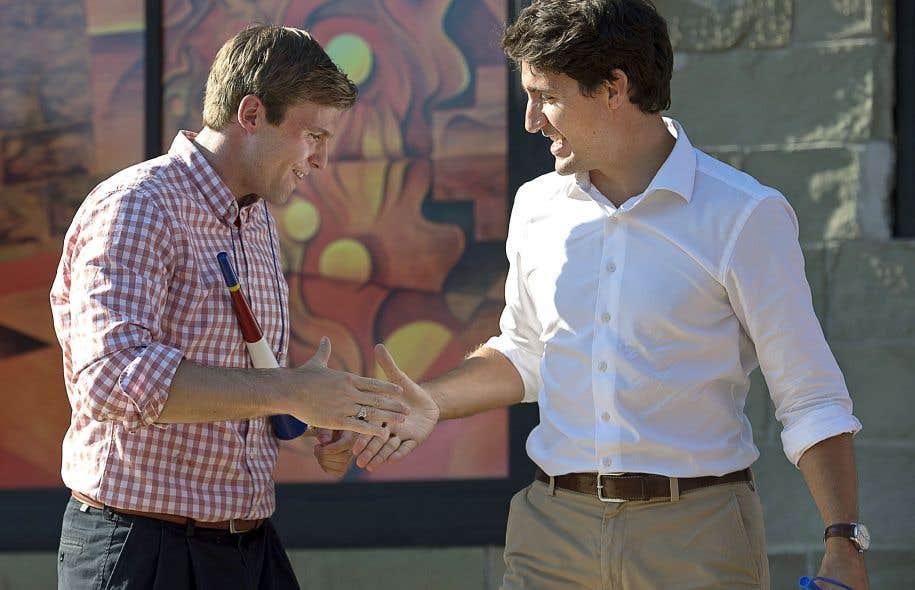 Le premier ministre du Nouveau-Brunswick, Brian Gallant (à gauche), est très proche du premier ministre du Canada, Justin Trudeau.