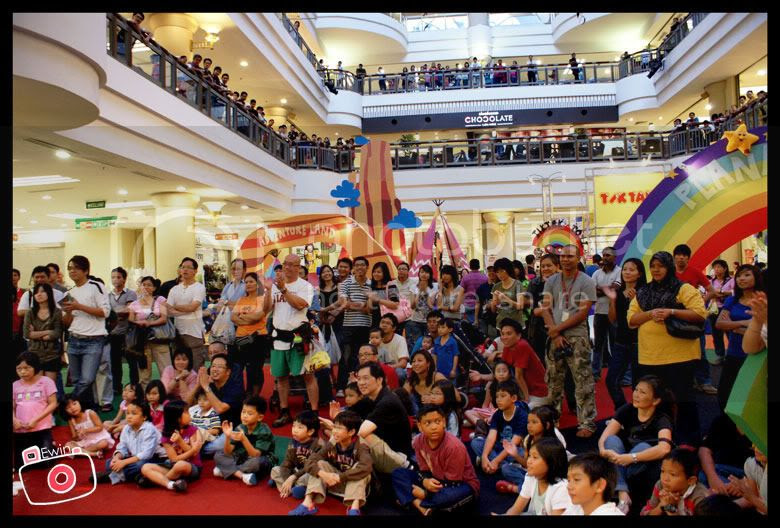 crowd-in-1utama