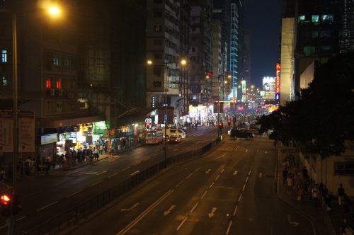 旺角東駅から亜皆老街の出口に向かう横断歩道より。