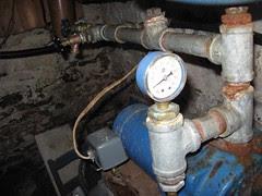 Water pump pressure gauge