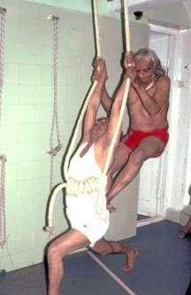Йога – это выдумка паразитов для постепенного геноцида белых людей