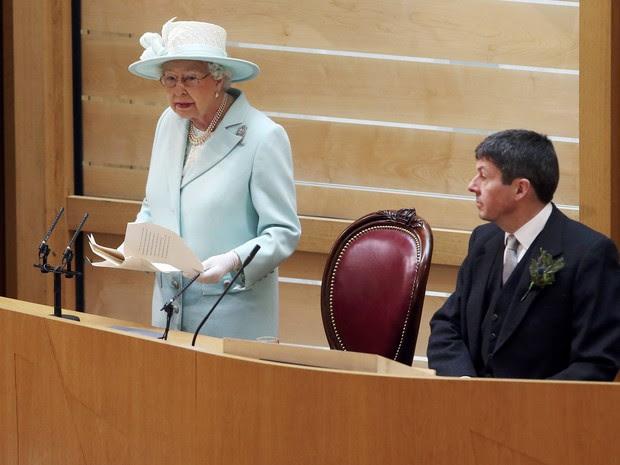 Rainha Elizabeth discursa no Parlamento da Escócia neste sábado (2) (Foto: Reuters / Andrew Milligan/Pool)