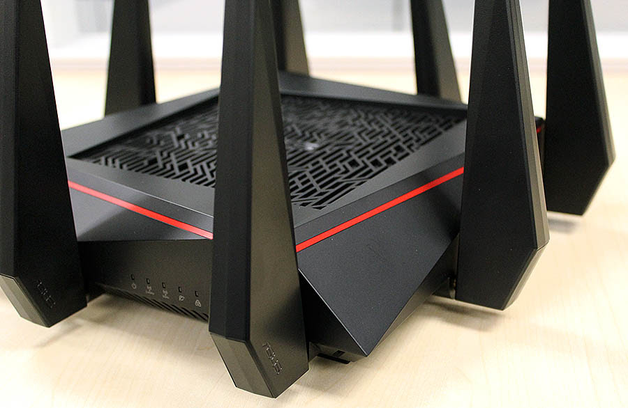Note the tribal design on the top panel and how the router is full of sharp, angular edges.