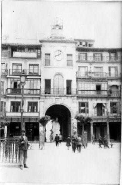 Urinarios de Zocodover hacia 1930