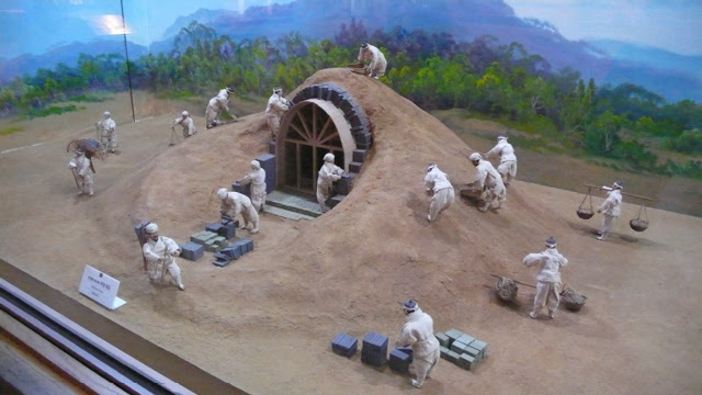 Model of the construction of King Muryeong's tomb