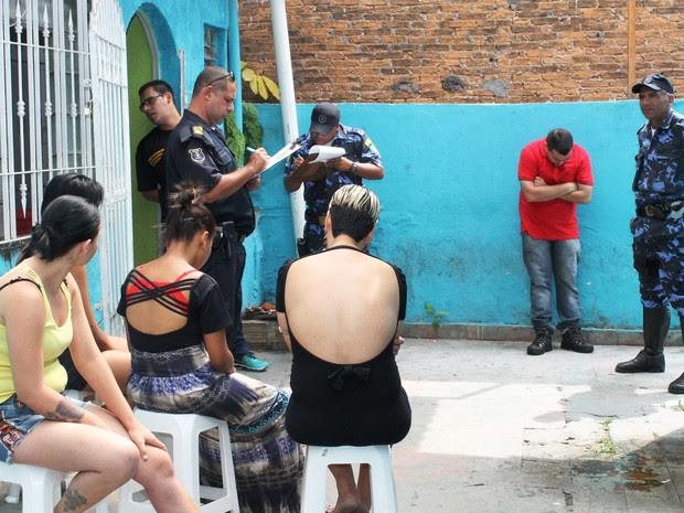 No momento da blitz, foram encontradas no local, ao menos, seis mulheres e dois homens em prostíbulo em Ferraz de Vasconcelos (Foto: Mariana Oliveira/ Prefeitura de Ferraz de Vasconcelos)