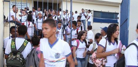 Estudantes da rede sem aula nesta quarta / Foto: Guga Matos / JC Imagem