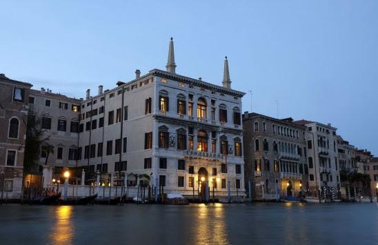 Μέσα στο `ελληνικό` παλάτι όπου θα παντρευτεί ο Κλούνει (ΦΩΤΟ)